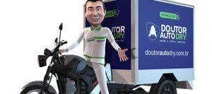 Animação de franqueado na unidade móvel da Doutor auto dry. Texto na imagem: Franquias Doutor auto dry estética automotiva.