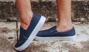 Tênis azul da franquia Mil e Uma Sapatilhas