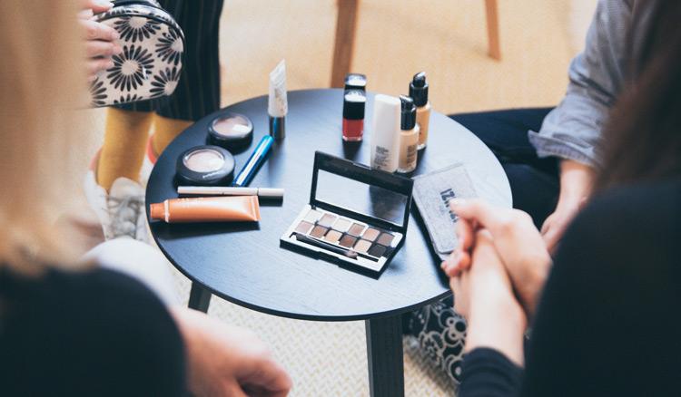 Começar negócio de venda de maquiagens e acessórios de beleza