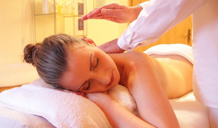 Massagem corporal método Renata França